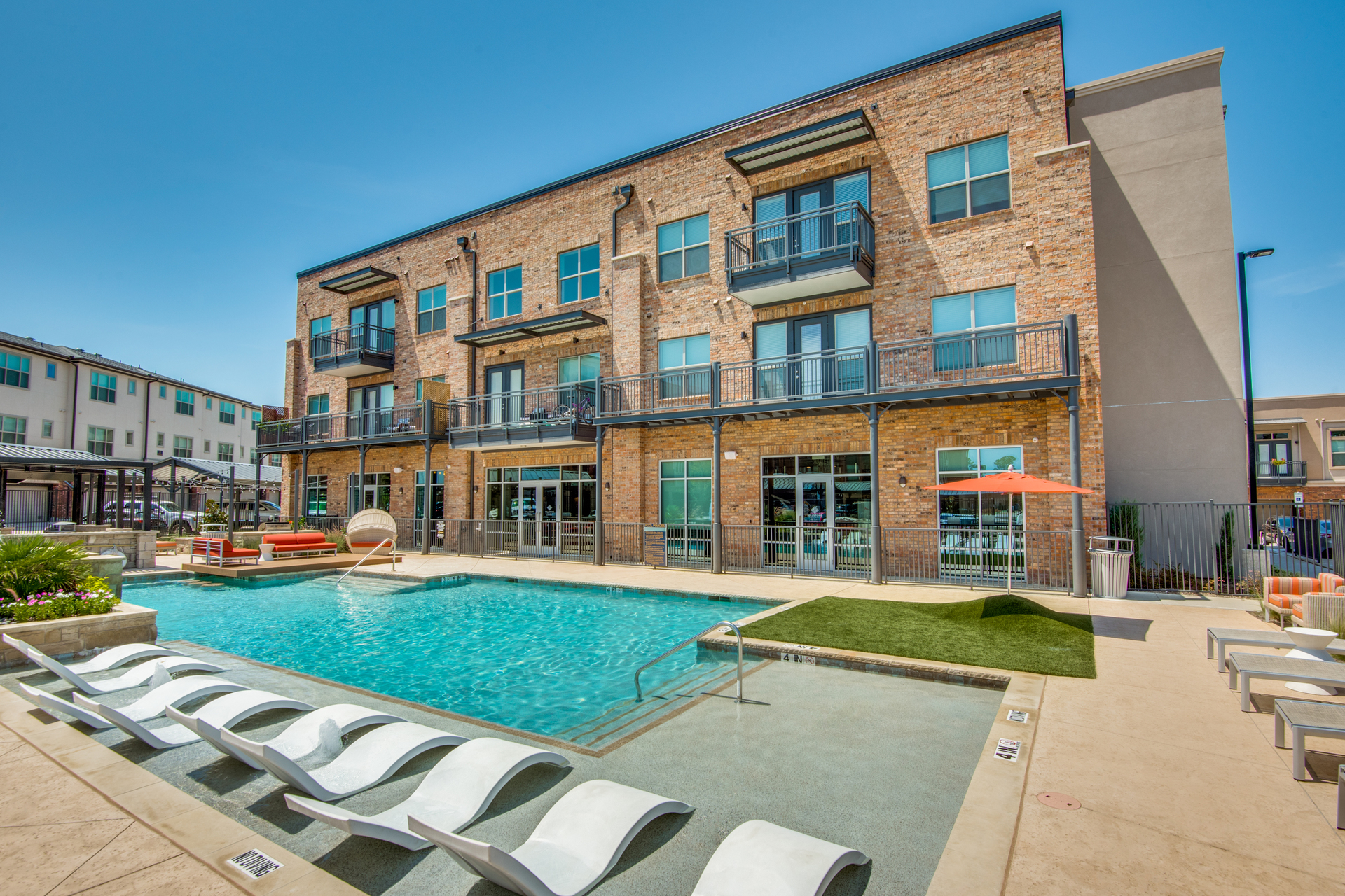 The refreshing swimming pool at Hillstone River Walk luxury apartments and townhomes in Flower Mound, Texas, by Hensley Lamkin Rachel, Inc.