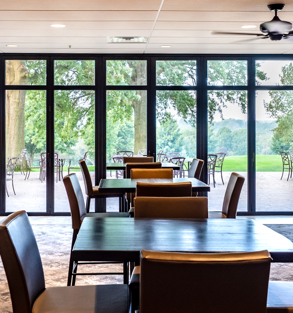 Despite the large size, ActivWall excitedly took on this project. ActivWall designed a 10 panel, horizontal folding door that opens up the country club's main hospitality space. At the same time, it adds an all-purpose experience. This allows for staff to easily move from the inside to the outside tables. It also allows for members to dine in the location of their choice.