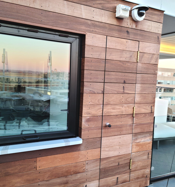 ActivWall's Gas Strut windows have a single piece of glass which provided an unobstructed view.