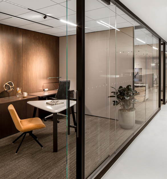 With a large selection of aesthetic choices, you can move beyond permanent drywall solutions and rigid space planning to create flexible workspaces that are ready to reconfigure and walls that are easy to relocate for whatever change the future brings with Allsteel's Beyond wall systems.