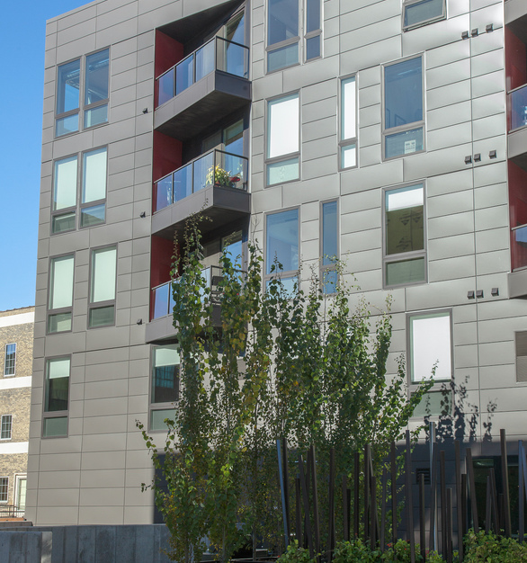 The clean exterior finish at the 915 Washington Avenue North apartments in Minneapolis, MN, featuring the 100 Series awning and pictures windows from Andersen® Windows.
