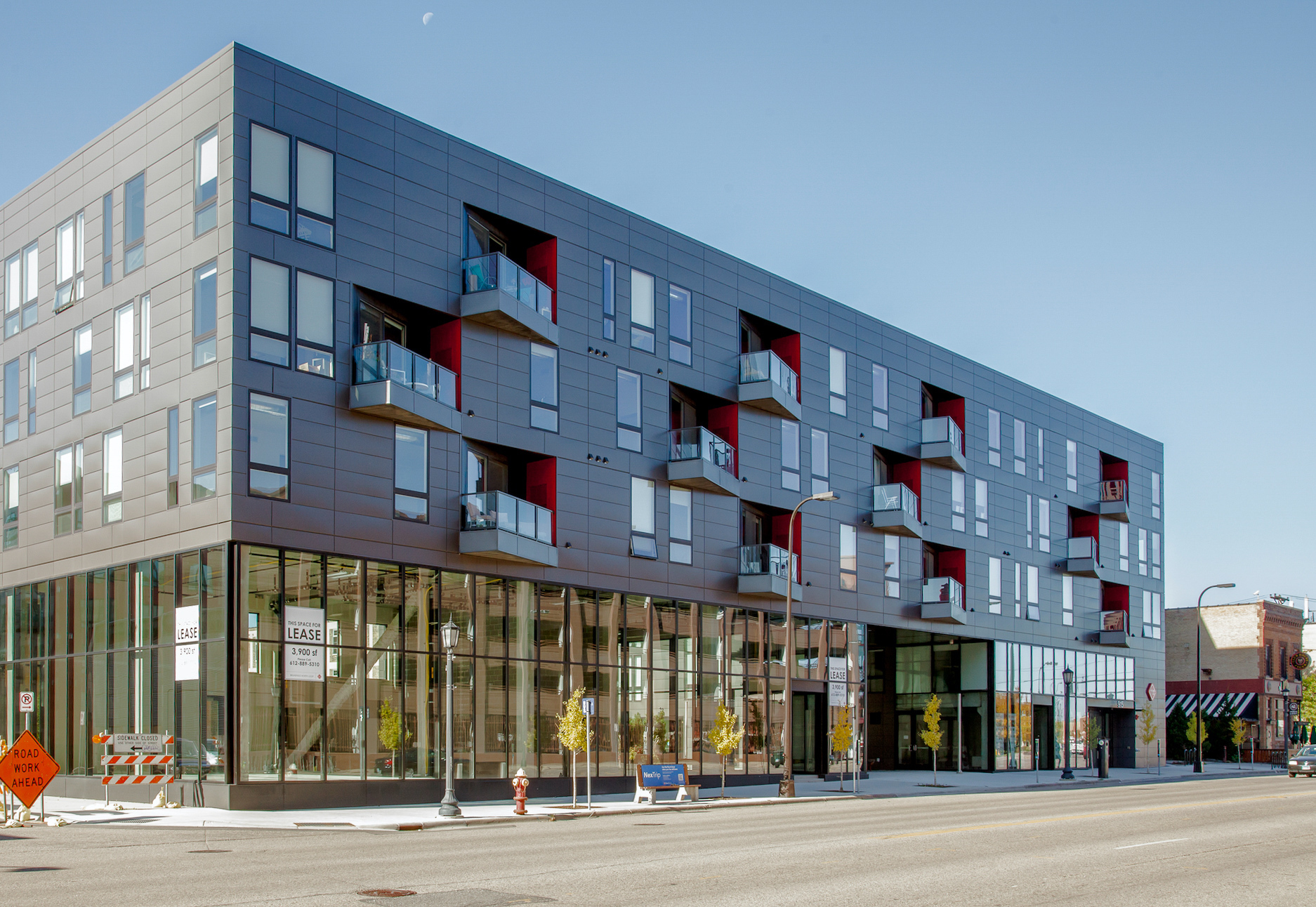 The metal exterior of the 915 Washington Avenue North apartments meshes seamlessly with the 100 Series windows from Andersen® Windows.