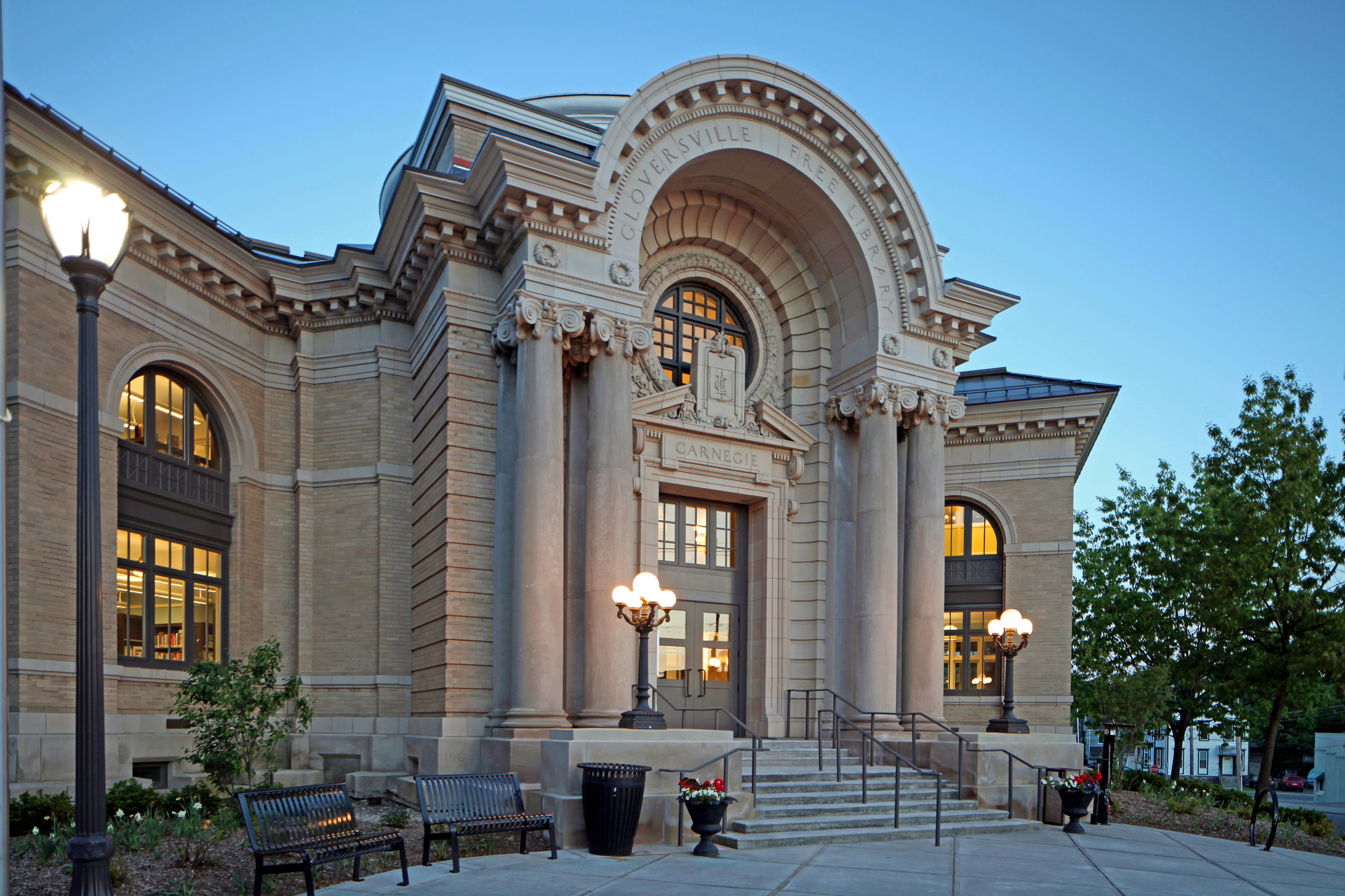 The window fixtures at Gloversville Public  Library were replaced with Andersen® E-Series windows because of their historic profile and minimal maintenance.