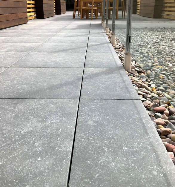 Just 3/4″ thick, weighing only 9lb/sq.ft. and able to support up to 2000lb, these dense, load bearing pavers possess all the technical and aesthetic qualities to meet the exacting demands of architects and landscape designers, whether they are used as on elevated rooftop decks supported by pedestals or as landscape pavers laid directly over sand or gravel.