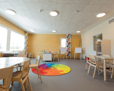 These eco-friendly wood fiber panels of StrandTec not only liven up a room with design variety, but they also reduce echo and reverberation by sound absorption.