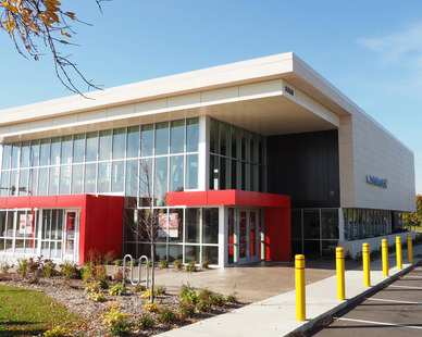 When you look at the new Bank of America near Southdale, you're drawn to the architectural aesthetic and prime location. Look closer and you'll appreciate the fine concrete work – compliments of Axel Ohman.