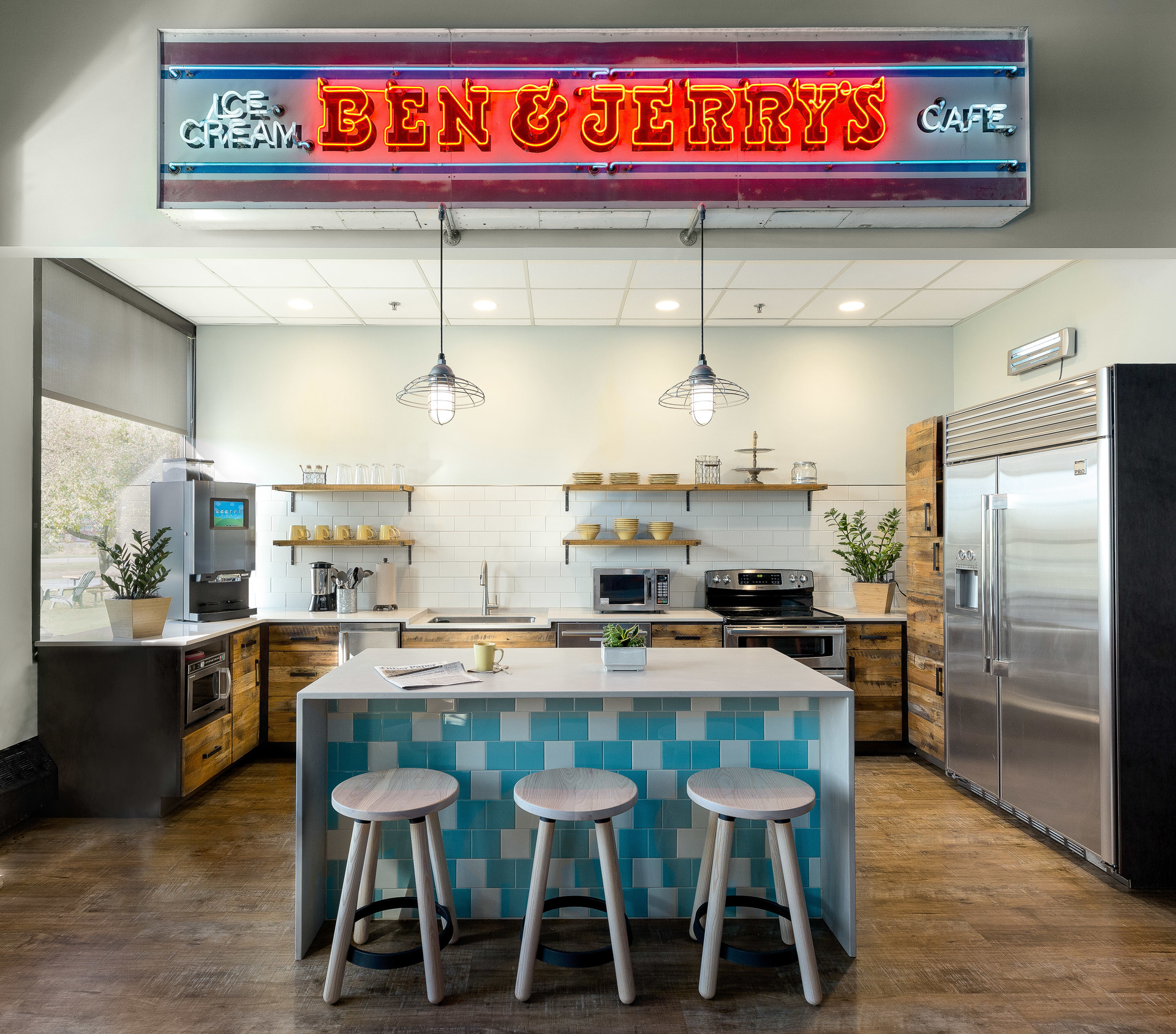The design intent was to create a rustic industrial space that felt indicative of a beer garden. The team chose the Blue Collar Pendant light to accent the kitchen island.