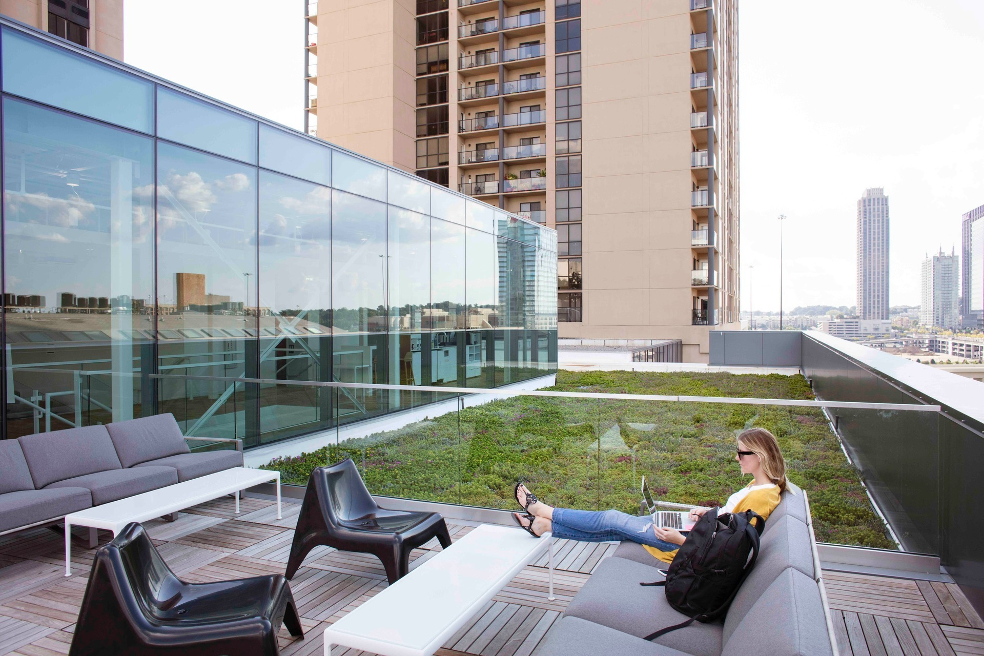 The rooftop garden is an obvious biophilic element that brings employees and customers close to nature. The green roof not only activates otherwise unusable space but also aids with collecting rainwater, which is then cycled through the building.