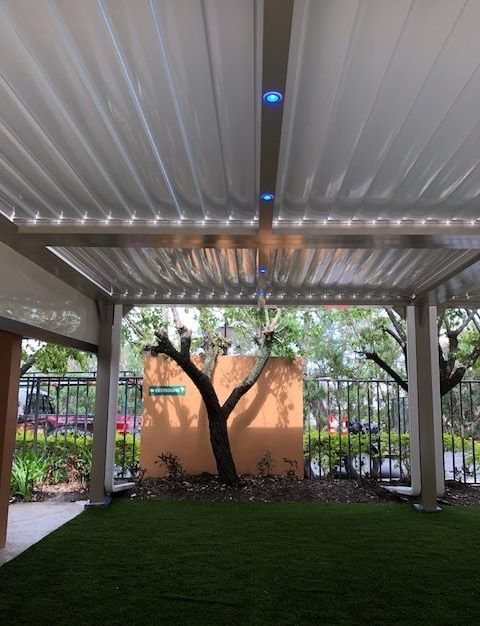 This Louvered Roof System open and closes in Seconds?  Also, has built in lighting.
