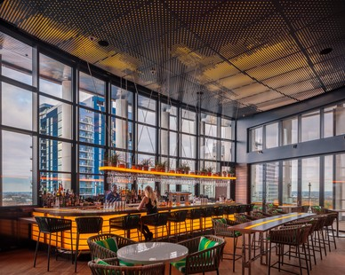 Bison's modular Ipê Wood Tiles complement the aesthetics of the Kimpton Tryon Park Hotel rooftop bar and set the contemporary look, allowing for warm accessories and modern touches. 