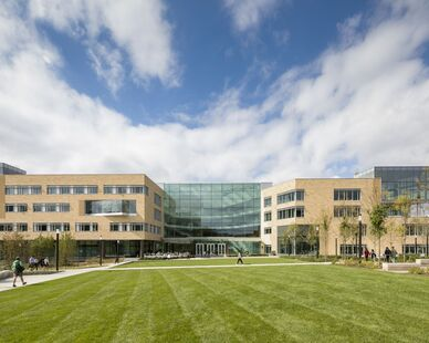 The Tepper School of Business moves from the edge of campus to a new center that interconnects all seven campus colleges and promotes an enhanced ecosystem of cross-campus collaboration bringing people, ideas, and resources together.   The exterior consists of rectilinear volumes clad in a custom color blend of 21