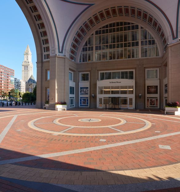 The Rowes Wharf renovation involved removing all existing brick pavers over the entire 5.5 acres property.   Belden Brick supplied the Wheatfield Permeable Pavers, Regimental Red Full Range Permeable Pavers,  Ebony Black Beehive Series Pavers.