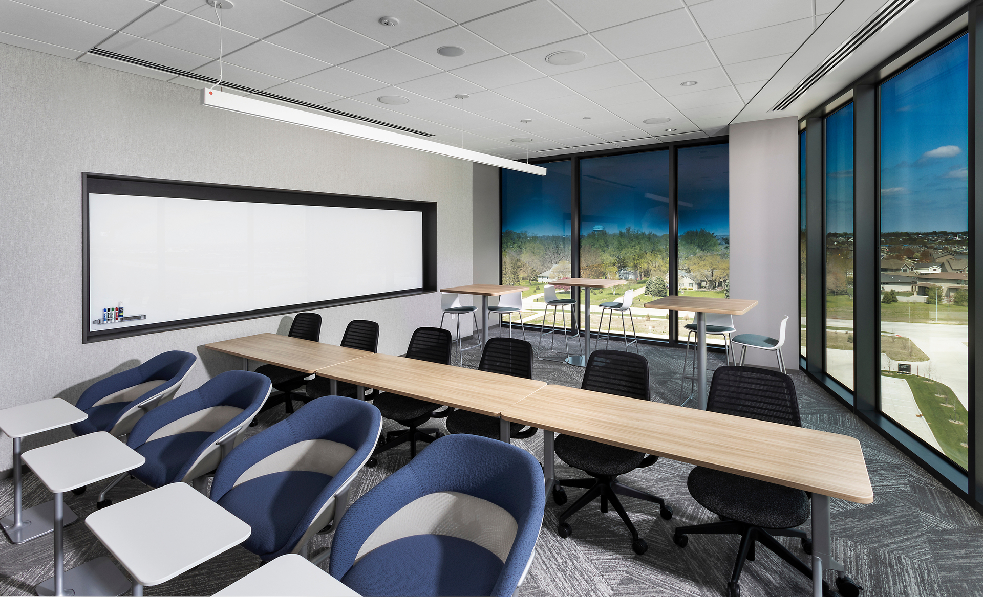 Sammons Financial Group leadership knew that contemporary and comfortable offices are high on employees' wish lists, and help attract and retain strong candidates.