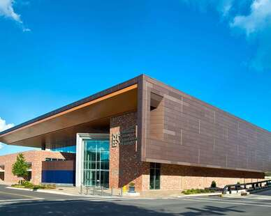 Mississippi Arts captured the warm glow of natural copper, along with the long lasting durability of an anodized finish. The Copper Anodized Series cladding added depth and character to the building with subtle variations of copper penny color from panel to panel.