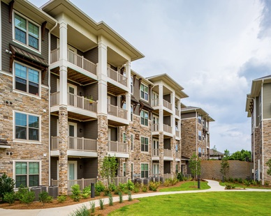Overlook at Huncrest is a luxury 4-story apartment complex which features Cultured Stone's Country Ledgestone stone veneer in Aspen.