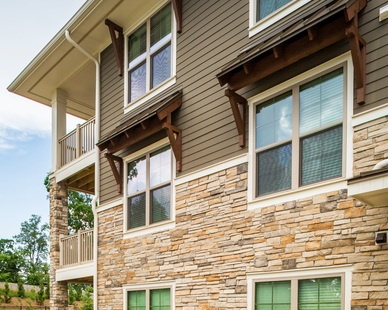 Cultured Stone's Country Ledgestone has a rugged and linear appearance with stark, cut lines which adds to the drama of this contemporary design.