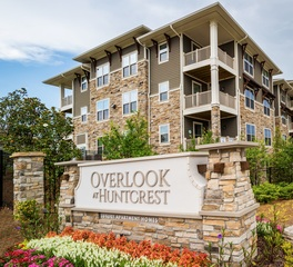 cultured stone overlook at huntcrest luxury apartments exterior sign
