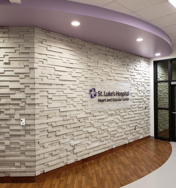 Entrance to St. Luke's Hospital Heart and Vascular Center showcases Cultured Stone's beautiful stone veneer.