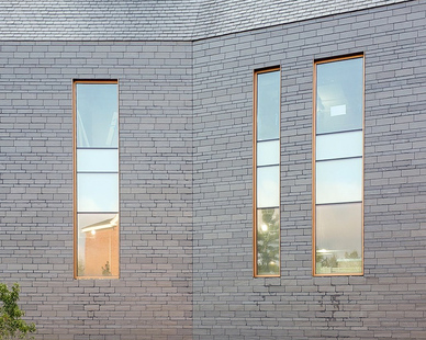 The CUPACLAD® 101 RANDOM system is part of the CUPACLAD® 101 series, made up of systems with invisible fixings that make our natural slate the main attraction of a facade.