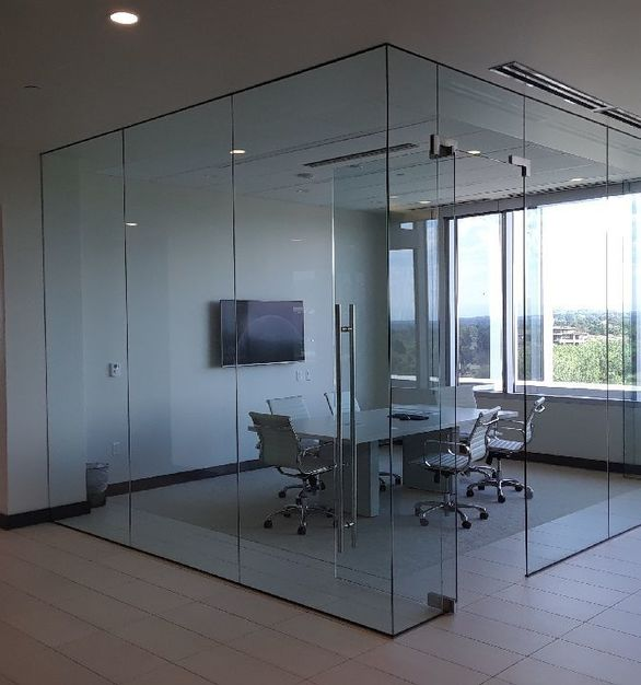 Glass wall partitions are not only modern and stylish in appearance; they offer many advantages for the contemporary office. Most notably, they effectively create a light and spacious working environment.