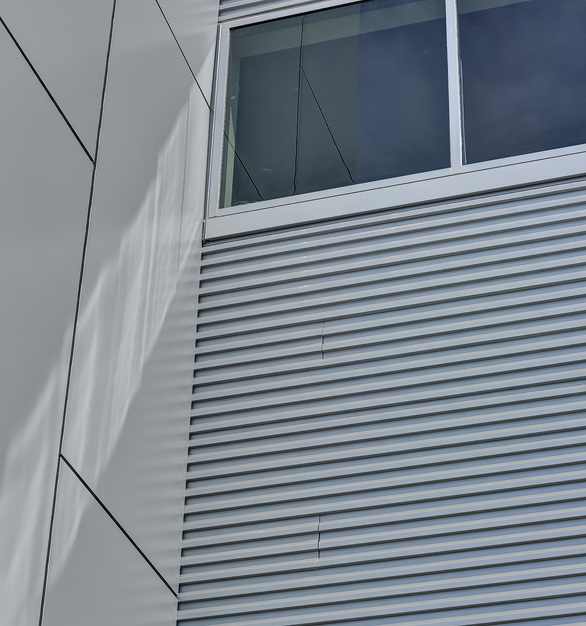 Fabral used Hefti-Rib panel in a Network Gray on the Digital Loudoun building.