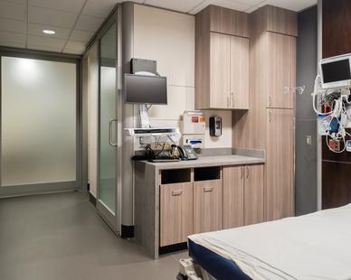 Kansas City Orthopaedic Institute photo showing a patient room built using DIRTT custom modular interior solutions.