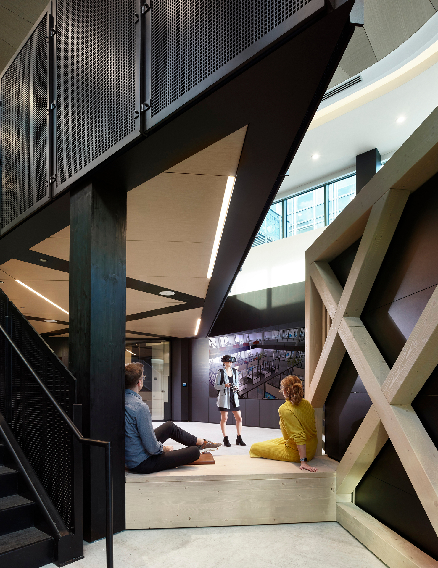 Chicago DIRTT Experience Center photo showing a common space built using DIRTT custom modular interior solutions.