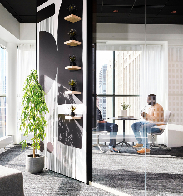 Chicago DIRTT Experience Center photo showing a meeting lounge built using DIRTT custom modular interior solutions.