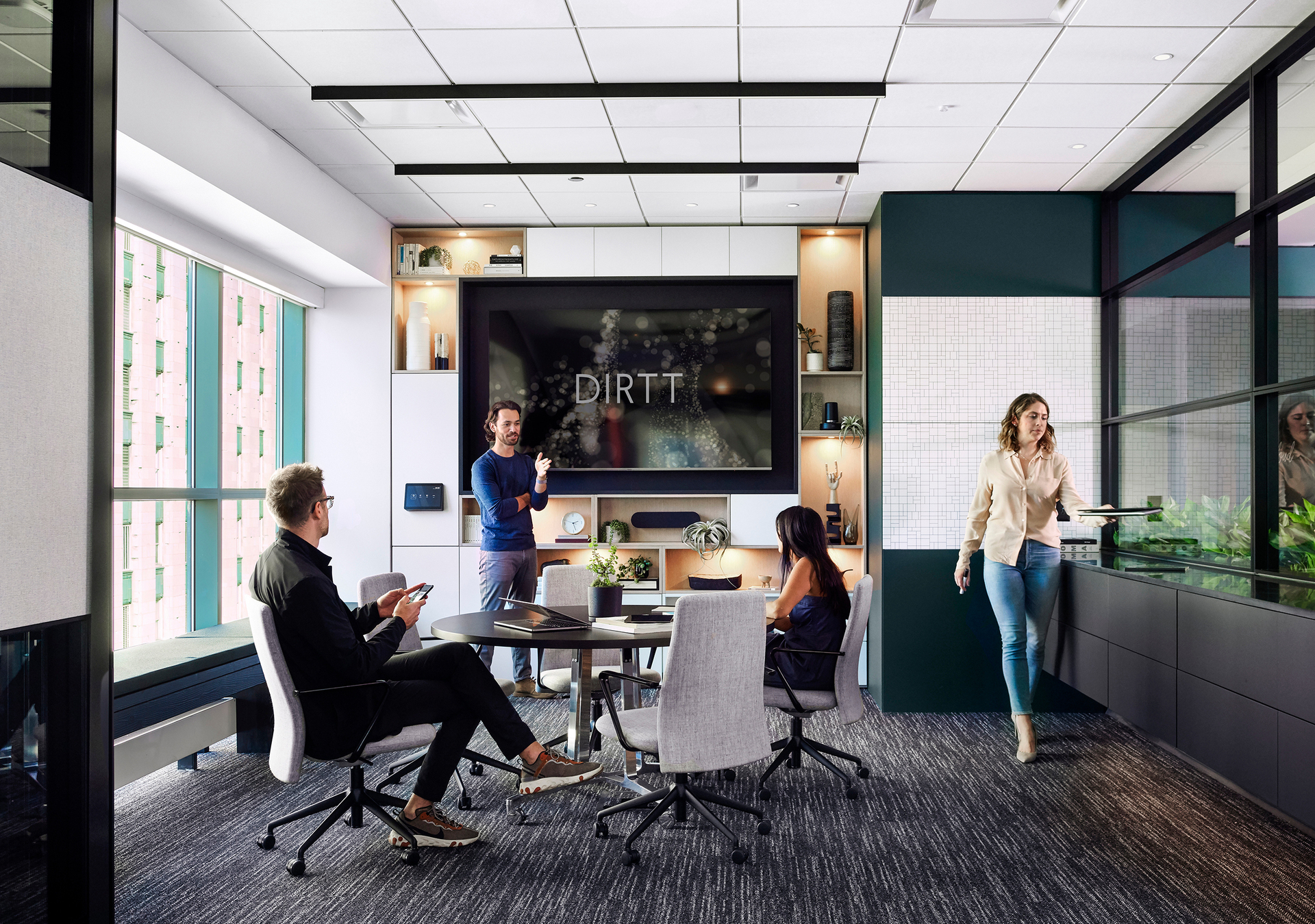 Chicago DIRTT Experience Center photo showing a meeting room built using DIRTT custom modular interior solutions.