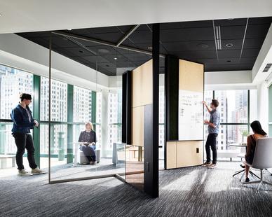 Chicago DIRTT Experience Center photo showing a workspace built using DIRTT custom modular interior solutions.