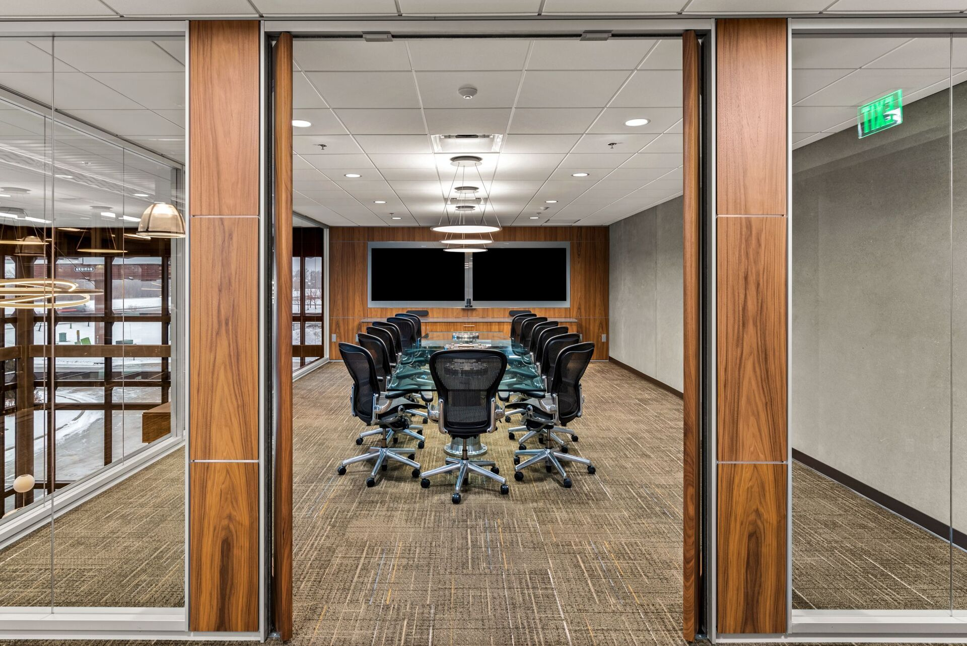 PKG Contracting photo showing a meeting space built using DIRTT custom modular interior solutions.
