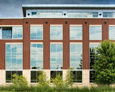 The exterior design of the Helmuth & Johnson offices in Edina, Minnesota, by DJR Architecture.