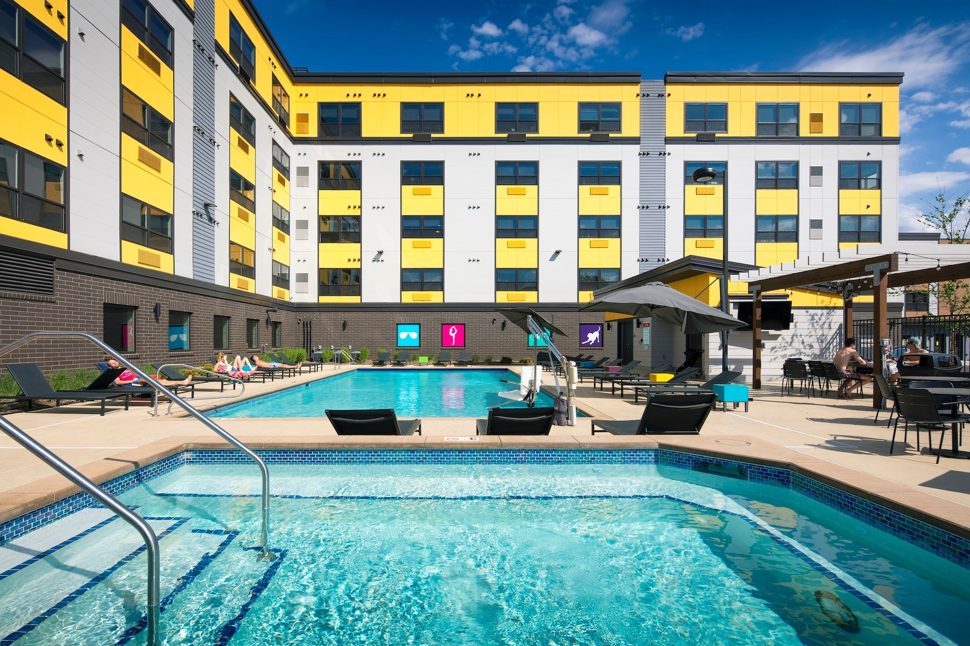 The comfortable outdoor swimming pool area at the Spectrum apartments in Minneapolis, Minnesota, by DJR Architecture.