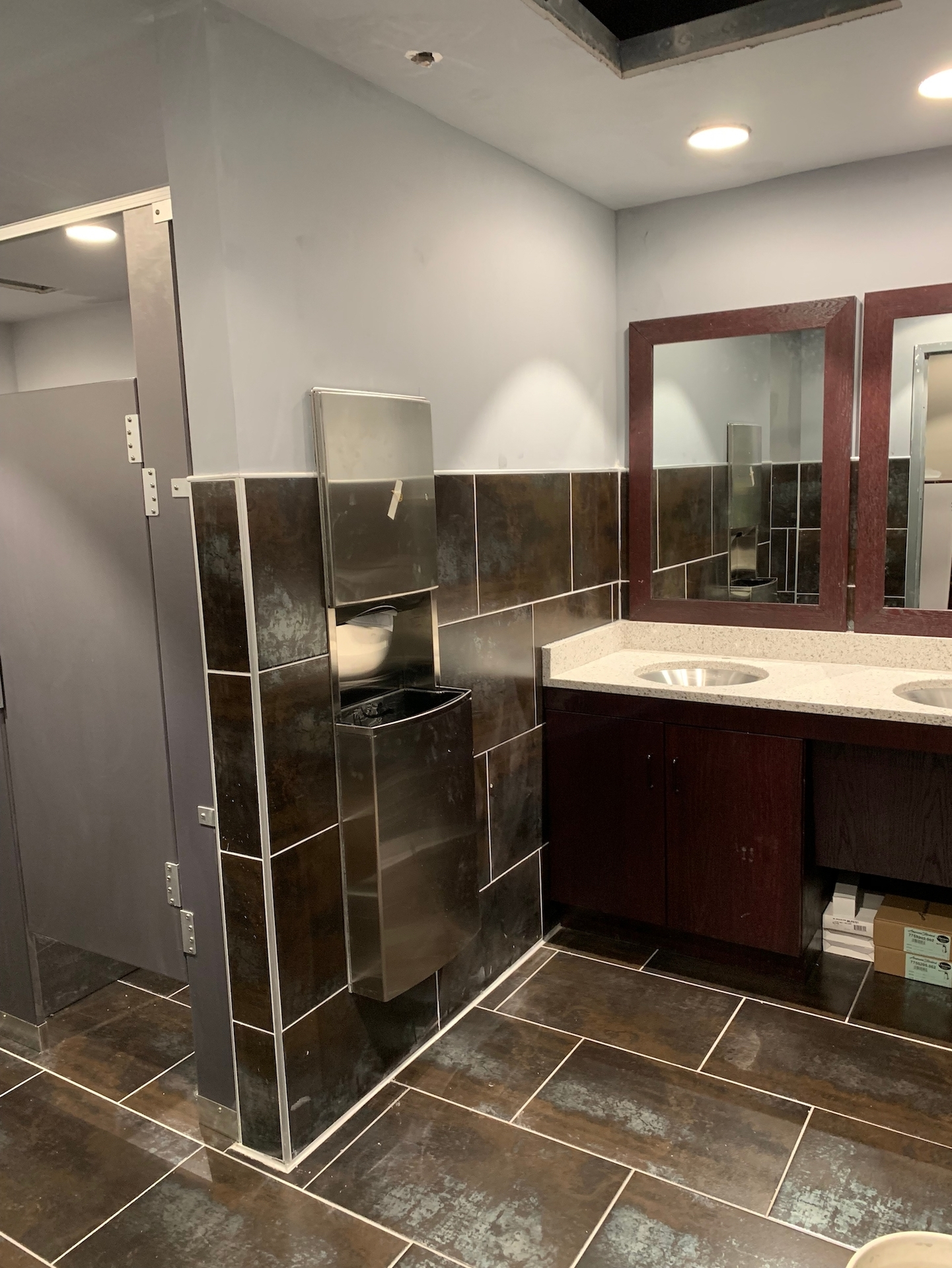 Modern and updated bathroom at Black Rock Bar & Grill in Beavercreek, OH by Dras Cases.