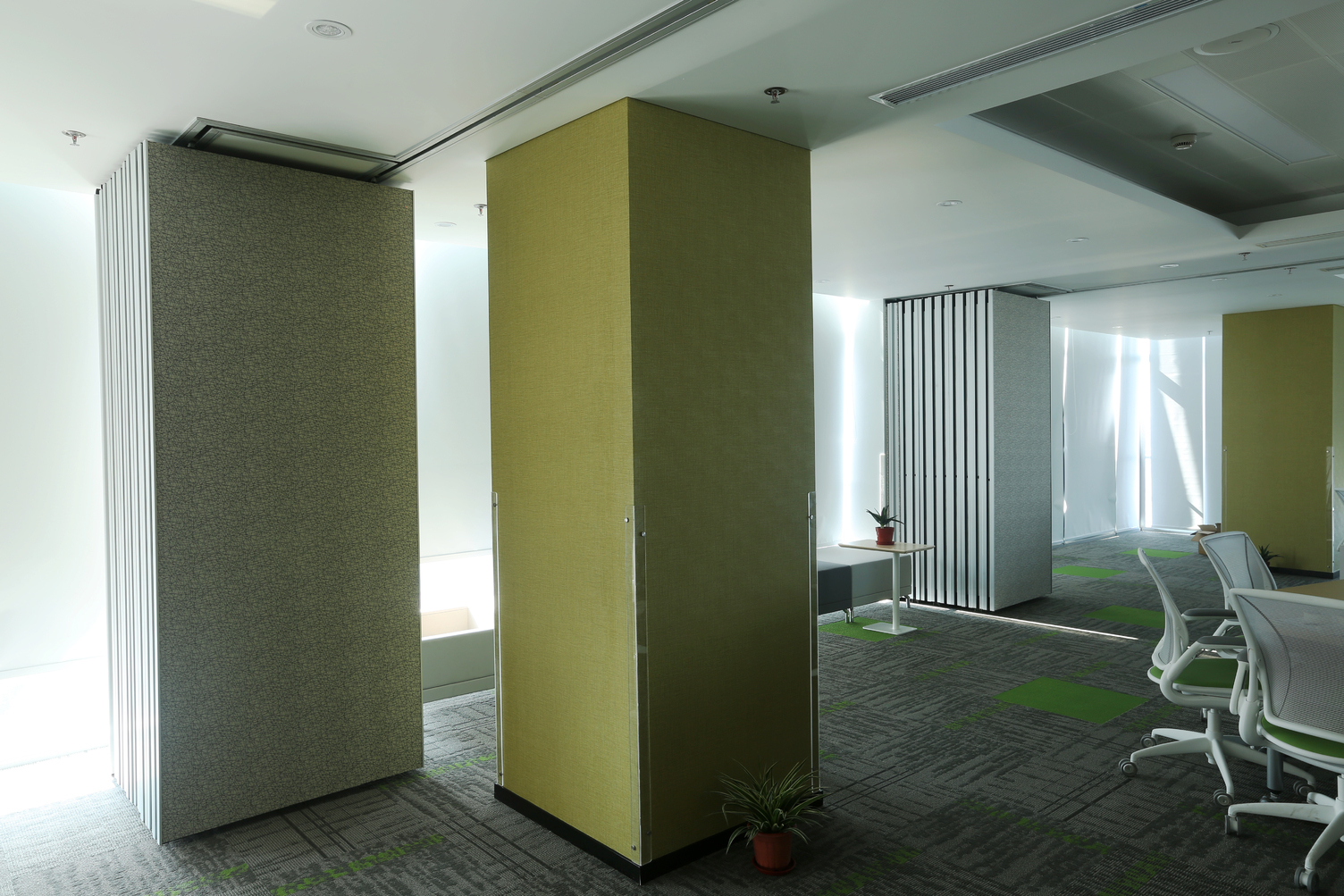 Wall protective film helps maintain the interior aesthetic of the space while showcasing the original design. DuPont™ Tedlar™ Wallcoverings ensures there is a long-lasting first impression.