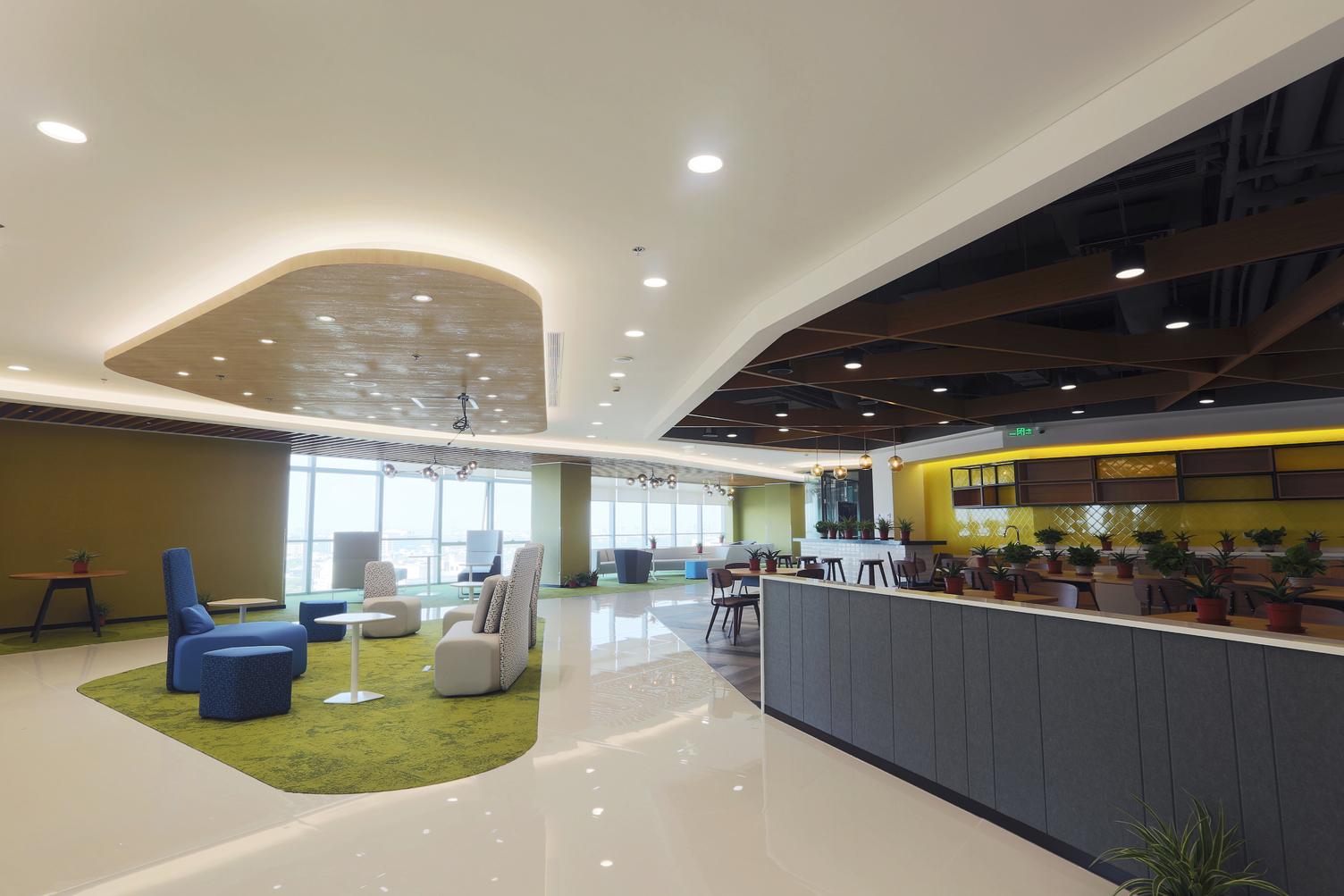 DuPont™ Tedlar™ Wallcoverings protect the walls of the on-trend employee cafeteria area at the Corteva corporate office.