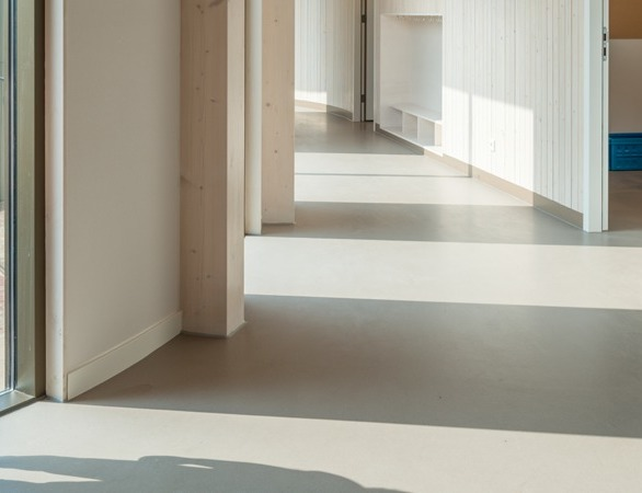 On-site Corques Liquid Lino, by Duracryl International, is poured on the subfloor, where it sets overnight at ambient temperatures to create a seamless durable and natural-looking resilient floor with excellent properties.