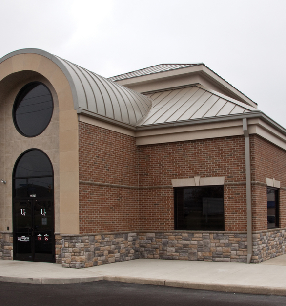 Dutch Quality Stone's Kentucky Blend Limestone is a perfect addition to the exterior of this bank. The blend of stone, brick, and concrete back for a beautiful exterior design.