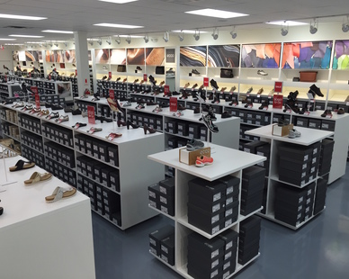 Updated retail location boasting custom architectural molding and millwork by Dras Cases.
