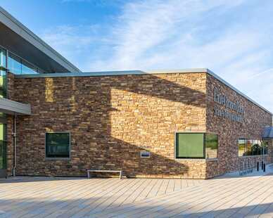 Eldorado Stone, a Boral brand, used a blend of their Manzanita® and Cambria Cliffstone® stone for the exterior of the Laurel Library which is located in Laurel, Maryland.
