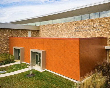 Eldorado Stone's Cliffstone® profile in a blend of Manzanita® and Cambria was used on the exterior of Laurel Library in Laurel, Maryland.