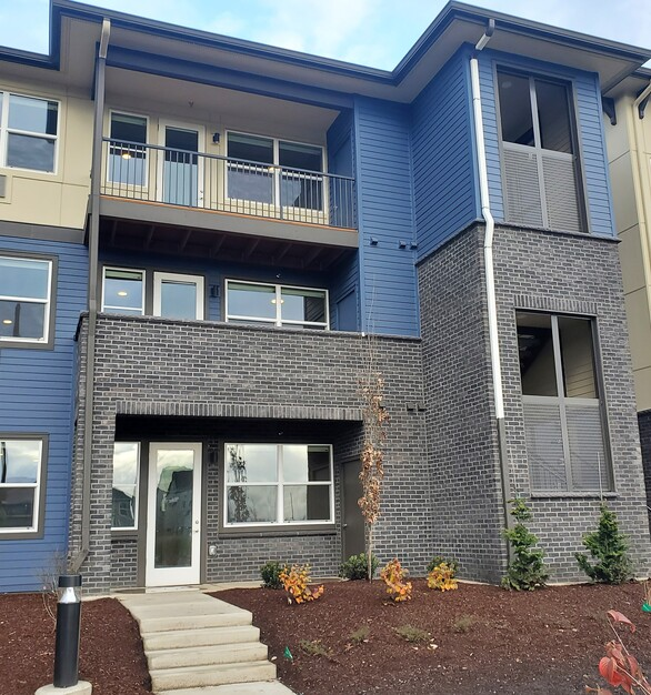 Zera at Reed's Crossing apartments used a variety of Eldorado Stone's products, seen here is TundraBrick® in the color Ironside.