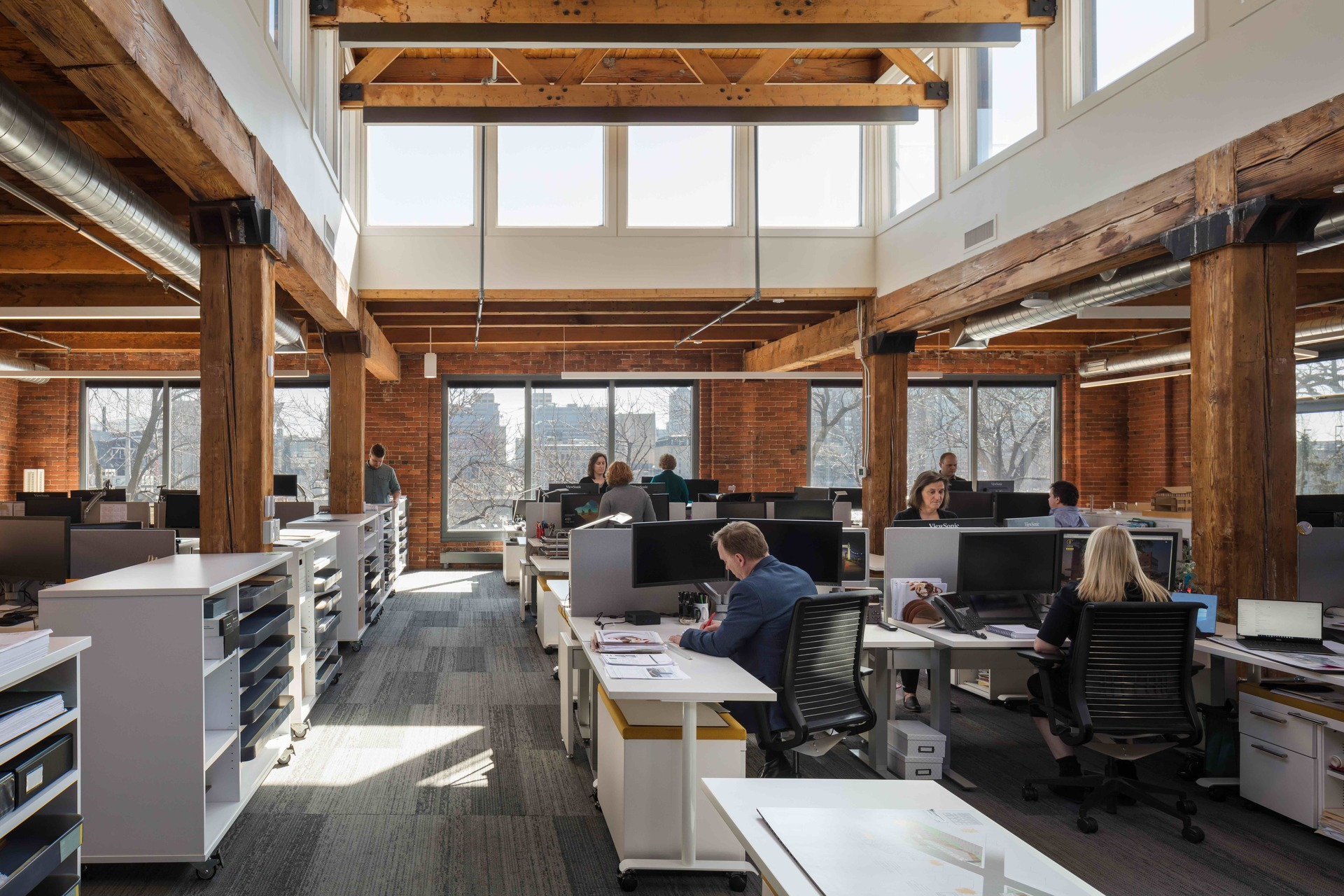 Outdoor lighting fills the open workspace providing a healthy work environment to everyone. Natural finishes also bring a warm, comfortable atmosphere to the interior.