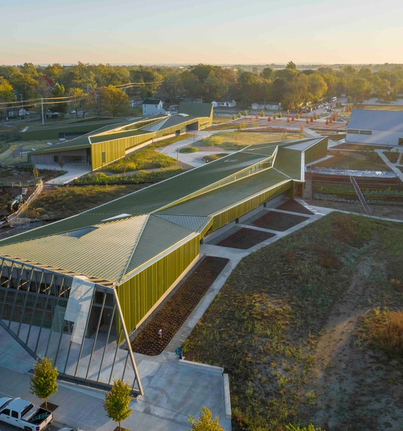 During the last 25 years, the population in Northwest Arkansas has more than doubled, creating opportunities and challenges in planning and design. Endowed and structured to allow students from all socio‐economic backgrounds to attend, Thaden School's unique curriculum combines academic excellence with learning-by-doing.  Photo credit: Tim Hursley