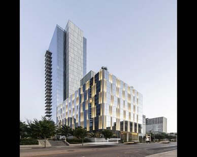 The Hall Arts Hotel in Dallas, TX features Dri-Design's Painted Aluminum for exteriors. This modern hotel was designed by HKS and Bentel & Bentel. With 183 rooms and 10 suites, this luxury building is a great addition to Downtown Dallas' Design District.