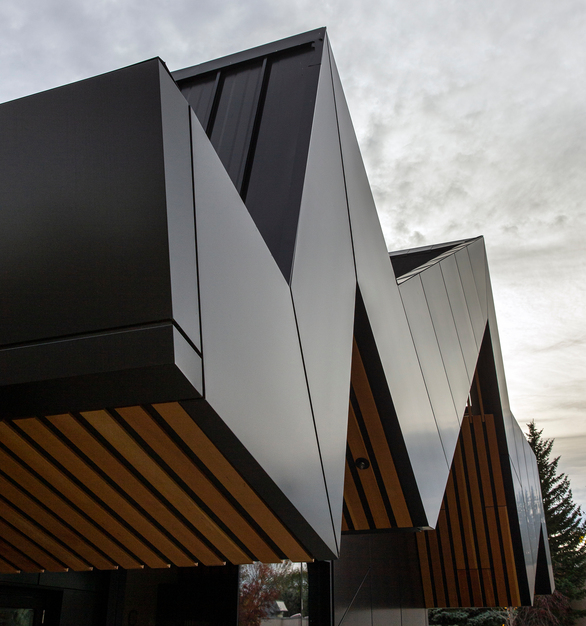 Libraries connect individuals to incredible stories, educational resources, and their communities. The Edmonton Public Library Capilano Branch in Canada takes its connectivity a step further, as the structure brings the city's urban areas and the neighboring Fulton Ravine together.  Photography Credits: Jim Dobie Photogrpahy
