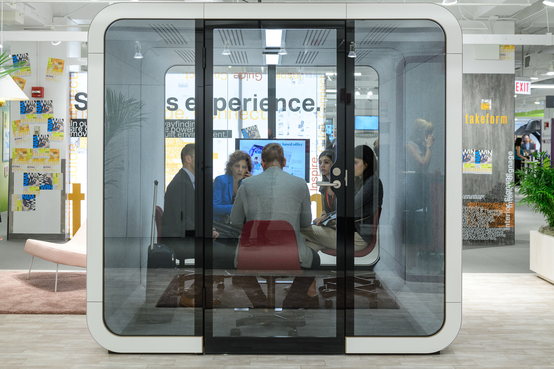 With the Framery 2Q, you can have the perfect space for team meetings at a fraction of the cost of building a separate meeting room.