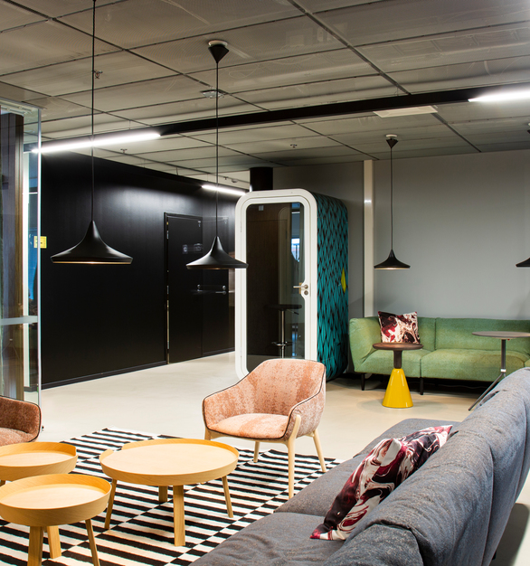 Versatile open coworking space at MOW Stargate in Helsinki, Finland, featuring Framery Acoustics' Framery O private offie pods.