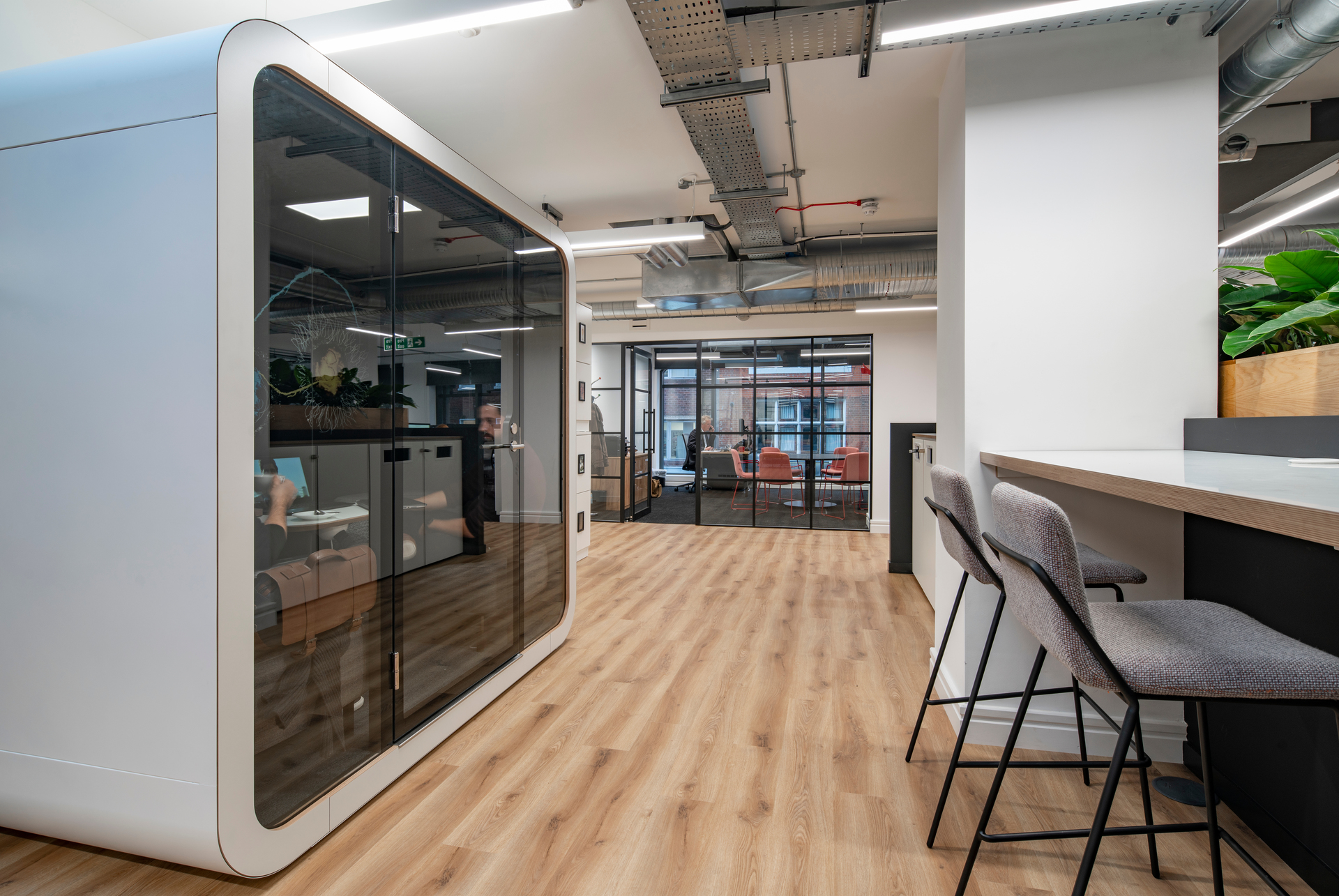 The interior design of the Total Media offices in London, UK, encourages collaboration and matches the company's fun and vibrant culture. Framery provided their Framery Q office pod to provide co-workers of a private space to meet and work.