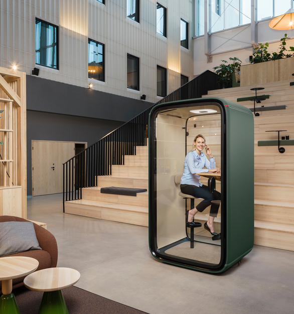 Pods can be used effectively to eliminate distractions and increase productivity in the workplace, but this is only achieved if they are actively used. And for pods to be actively used, they should be placed close enough to their users. This creates certain requirements especially in terms of sound insulation. The speech level reduction (DS,A) of Framery One is 30 dB measured according to ISO 23351-1. Pods with this level of sound insulation can be placed right next to workstations in an office and people working outside them will not be able to overhear discussions inside.